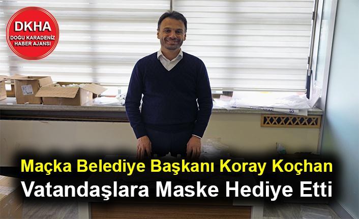 Maçka Belediye Başkanı Koray Koçhan Vatandaşlara Maske Hediye Etti