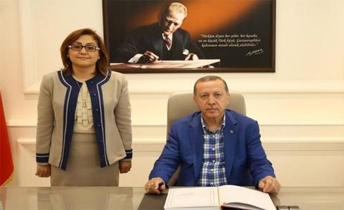 AKP'li Fatma Şahin Recep Tayyip Erdoğan'ı Başöğretmen İlan Etti!