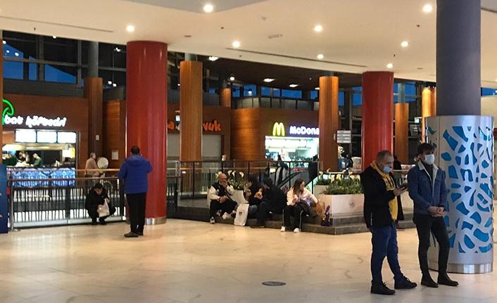 Forum Trabzon AVM'de Vatandaş Yasak Dinlemiyor