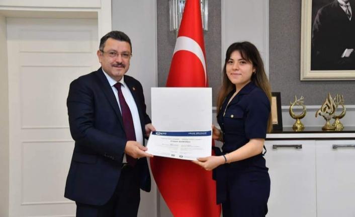 Başkan Genç Orman Mühendisliği Birincisi Emiroğlu'nu Tebrik Etti