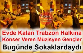 Evde Kalan Trabzon Halkına Konser Veren Müzisyen Gençler Bugünde Sokaklardaydı
