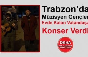 Trabzon'da Müzisyen Gençler Evde Kalan Vatandaşa Konser Verdi