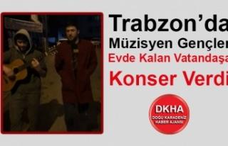 Trabzon'da Müzisyen Gençler Evde Kalan Vatandaşa...