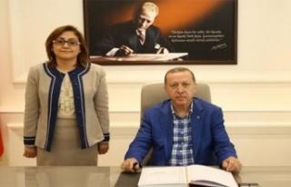 AKP'li Fatma Şahin Recep Tayyip Erdoğan'ı...