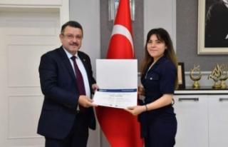 Başkan Genç Orman Mühendisliği Birincisi Emiroğlu'nu...