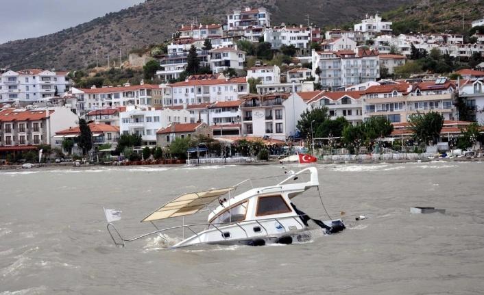 Datça'da Fırtına: 1 Tekne Battı